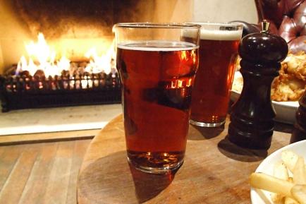 pub-dinner-by-warm-fire-soft-light-1324917-1599x1066